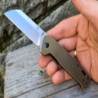 QSP Knife PENGUIN QS130F Messer D2 Stahl Messing Griff Copper Washer Gürtelclip